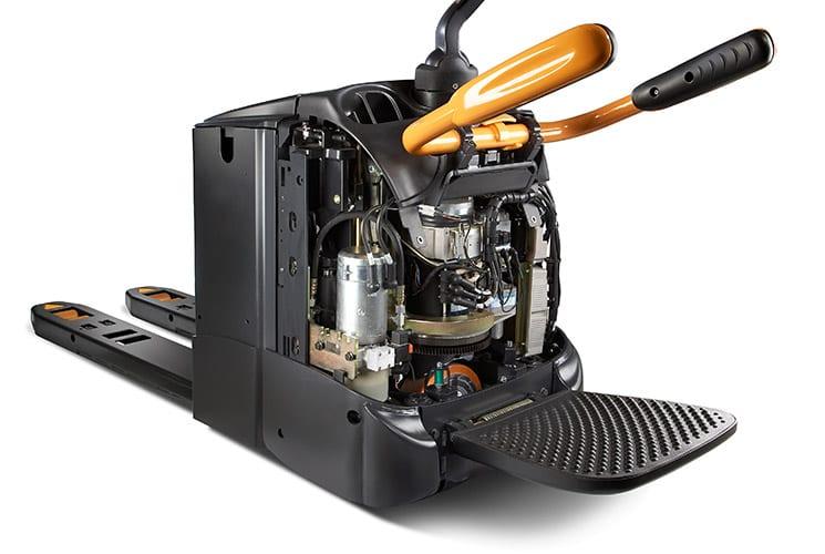 Wózki paletowe WT 3000 marki Crown o zwiększonym czasie pracy i wydajności energetycznej. Czas pracy na jednym ładowaniu baterii zwiększony aż do 28% - bez pogarszania wydajności.